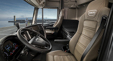 Nuova cabina stralis np camion metano iveco for Affittare una cabina grande orso