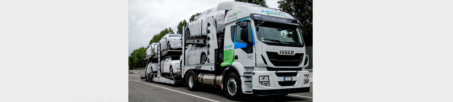 Iveco and i-FAST Automotive Logistics: the first company to use ten new Stralis NP vehicles powered by liquefied natural gas for the transportation of vehicles