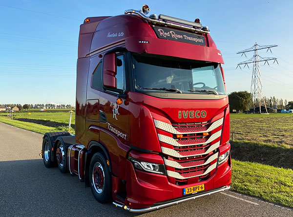 afbeelding-iveco.com-red-rose-transport-iveco-sway.jpg