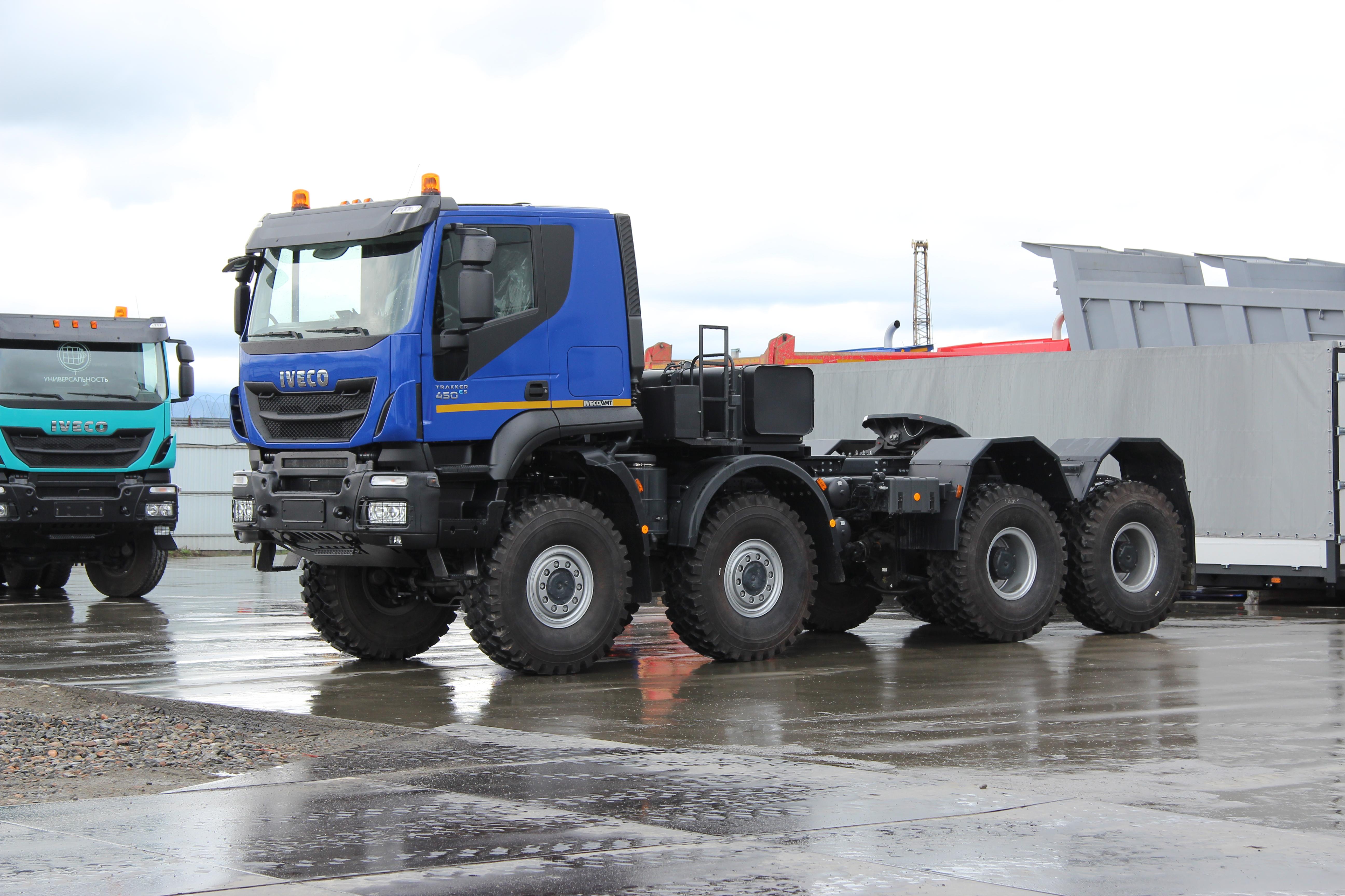 IVECO-AMT_Trakker-tractors8x8